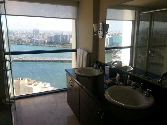 Caribe Hilton San Juan: Bathroom view from suite