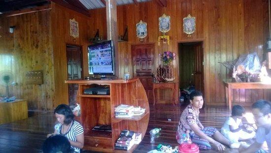 Baan Klong Jao Homestay: นั่งพักชิวๆ