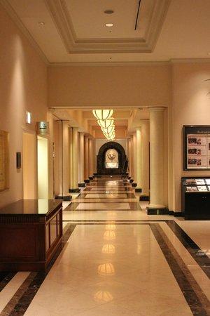 Nagoya Marriott Associa Hotel : way to escalator
