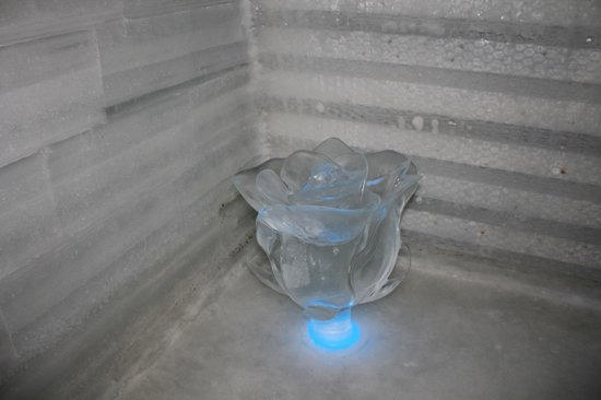 The Aurora Ice Museum : Carved rose