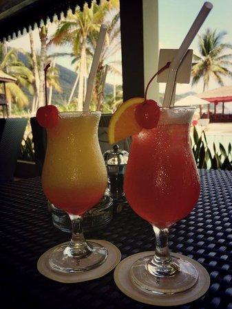 The Taaras Beach & Spa Resort: Ahh, cocktails!