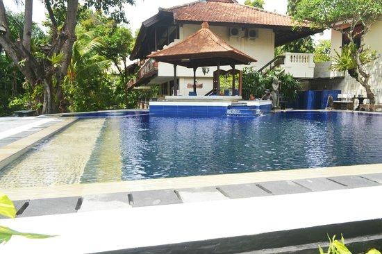 The Taman Ayu: Swimming pool