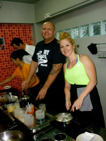 Pum Thai Restaurant & Cooking School: Cooking our yummy meals at Pum's Cooking School