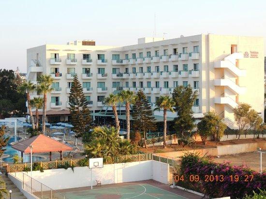 Antigoni Hotel: Вид на Антигони из окна Флоры