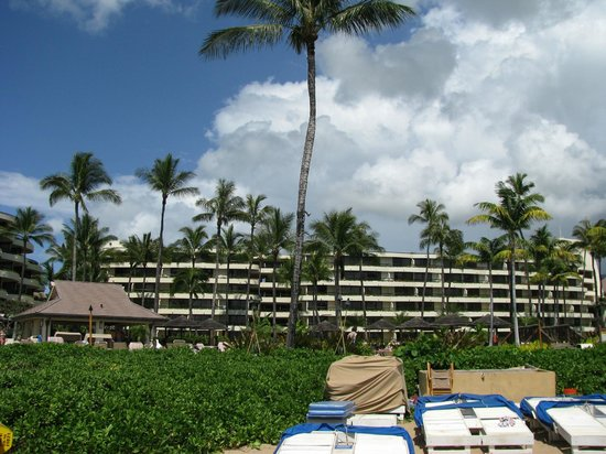 Sheraton Maui Resort & Spa: Building 3 from beach