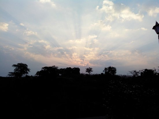 Malwa Retreat: Sun rise view from room