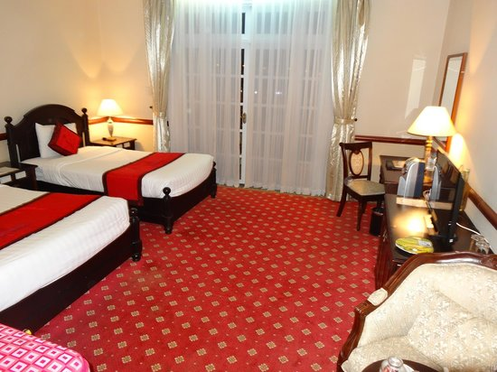 Sammy Dalat Hotel: Coin bureau de la chambre triple