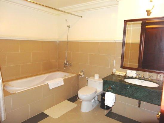 Sammy Dalat Hotel: Salle de bains