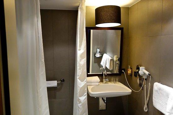 Leonardo Hotel Berlin: Badansicht