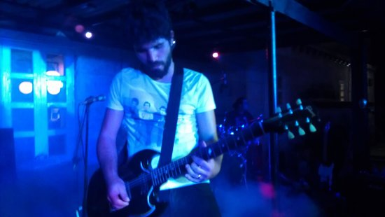Beatles Bar: Guitarist, rocking out