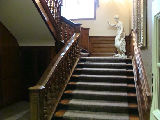 The Dukes Head Hotel: Staircase