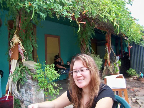 Happy Belly Deli : A happy courtyard eating area