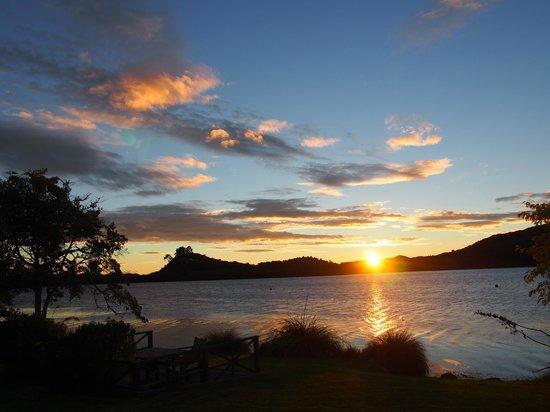 VR Rotorua Lake Resort : ロトルアの朝日