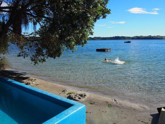 VR Rotorua Lake Resort: ボートでしかいけないSPA