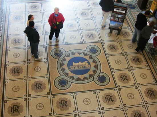 Dunedin Railway Station: Internal tiled floor