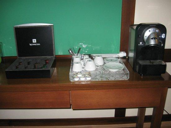 Suites Gran Via 44: cafe y te en el easy room 24hs