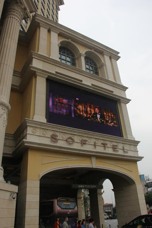 Sofitel Macau At Ponte 16 : just look at the magnificent outlook !