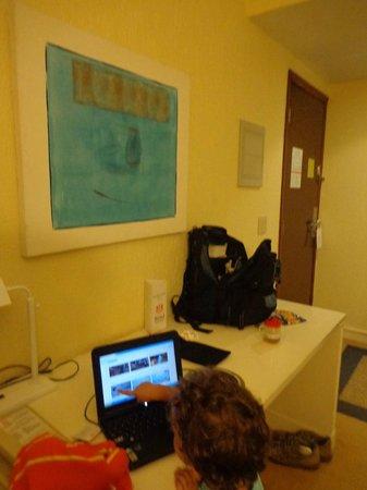 Bristol  International Airport Hotel: Entrada y escritorio
