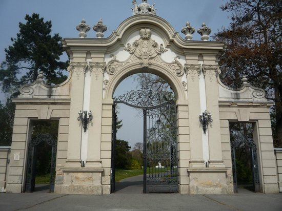 Festetics Palace : Ворота дворцово-паркового комплекса