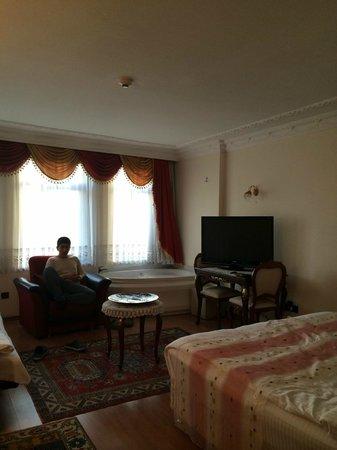 Ada Hotel Istanbul: spacious suite .