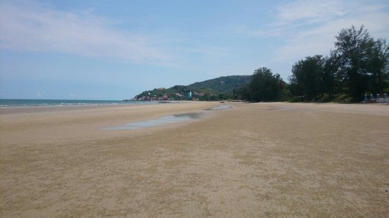 The Blue Sky Resort @ Hua Hin: Beach isolated