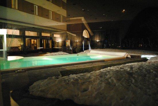 Grand Hotel Royal e Golf : Vista piscina dal Bar