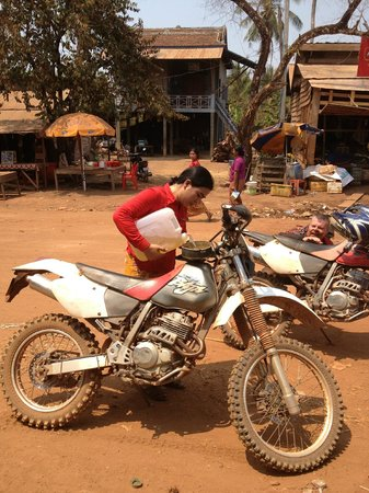 Cambodia Dirtbike Tours - Day Tours: Another fuel stop.