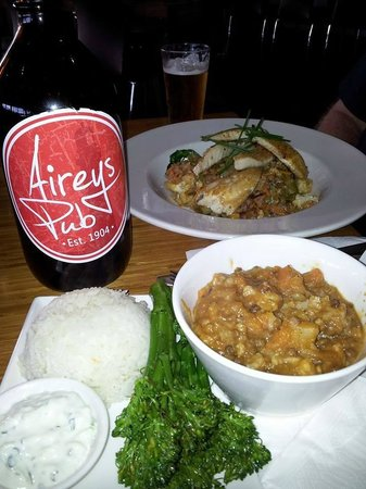 Aireys Pub: Curry and Flathead tails
