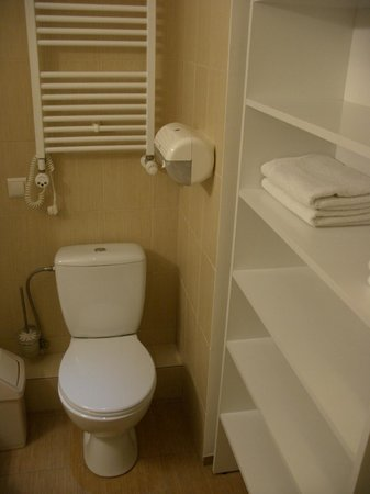 Corner Hotel: Ванная