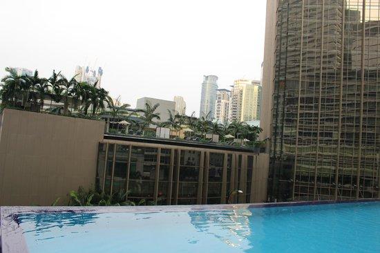 Impiana KLCC Hotel : Бассейн напротив