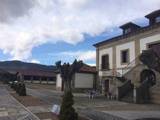 Hotel Izan Puerta de Gredos: Edificio principal