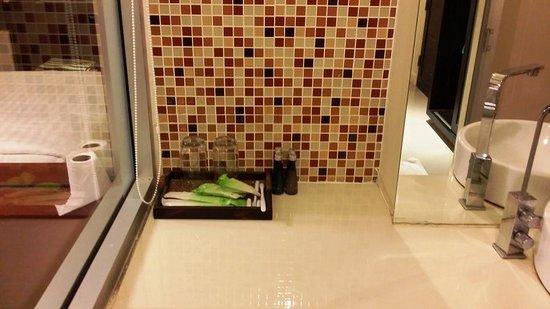 Me Hotel : bathroom
