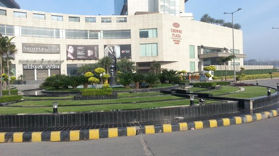 Crowne Plaza New Delhi Rohini : External view