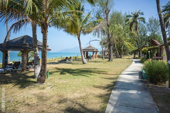 The Frangipani Langkawi Resort & Spa: Дорожка вдоль пляжа