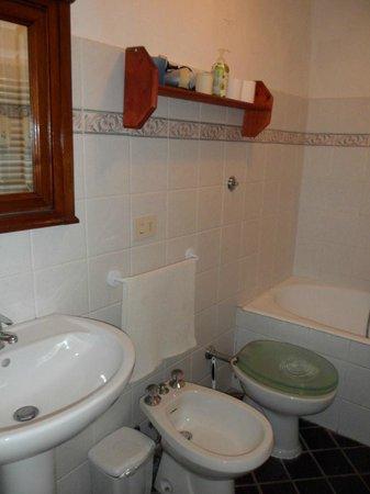 Affittacamere Da Marcello : Bathroom