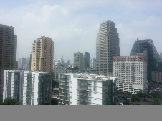 Rembrandt Hotel Bangkok: View from Rembrandt hotel room over city