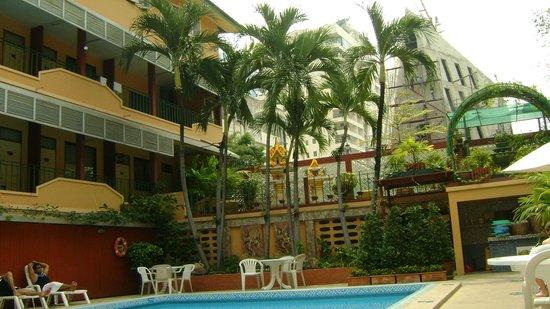 Swan Hotel Bangkok: nice pool area
