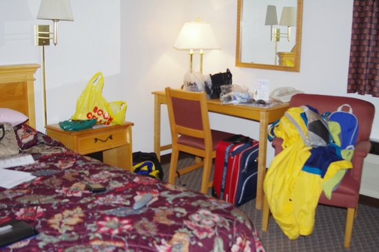 White Rose Motel : Spotless room (apart from all our stuff!)