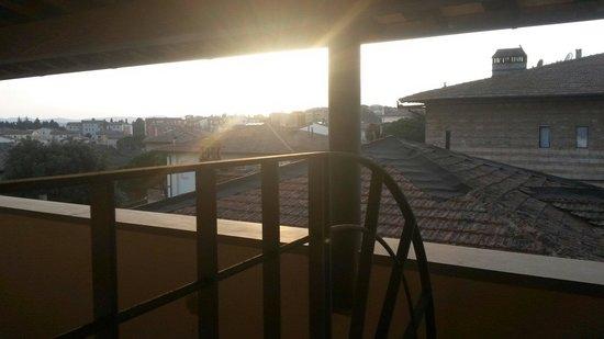 Hotel Italia: Vista sui tetti dalla loggia della mia camera