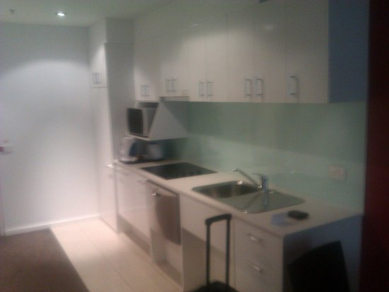 Adina Apartment Hotel Melbourne Northbank: Kitchen