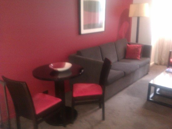 Adina Apartment Hotel Melbourne Northbank: Lounge / Dining 2