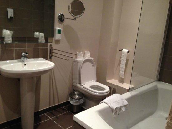 Hôtel Odessa Montparnasse: Salle de bain
