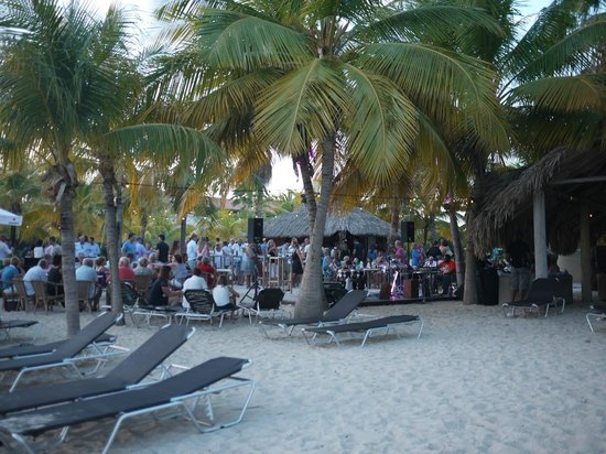 Blue Bay Curacao : Concerts on Friday evening on the beach