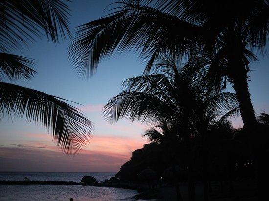 Blue Bay Curacao : Sunset on the Blue Bay beach
