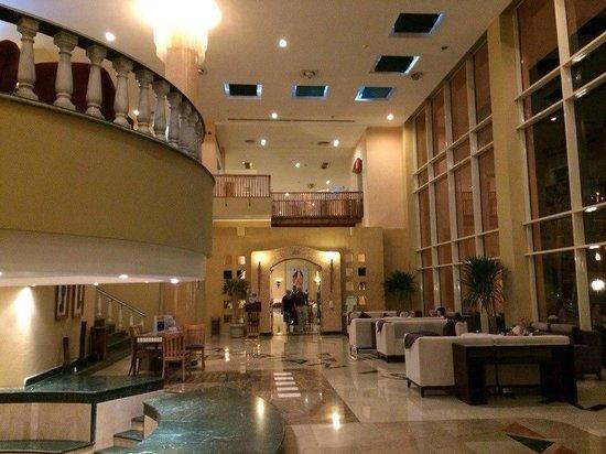 Nubian Island Hotel: Хол и вход в основной ресторан