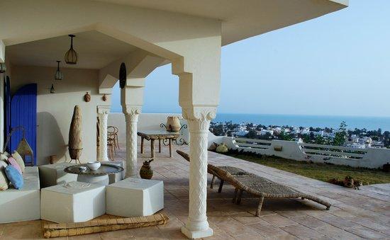 Dar Nesma : espace détente avec  vue mer près du jacuzzi