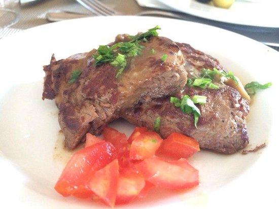 Nubian Island Hotel: Классное мясо на гриле у ресторана барракуда