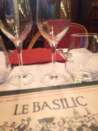 Le Basilic: Table outside.