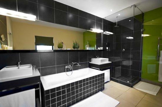 Thaba Eco Hotel: Luxury Room bathroom