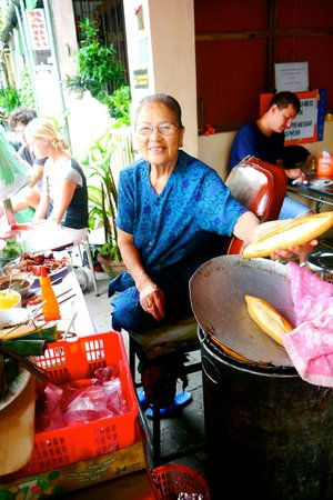 Madam Khanh - The Banh Mi Queen : Mme Khanh prepping her delicious Banh Mi